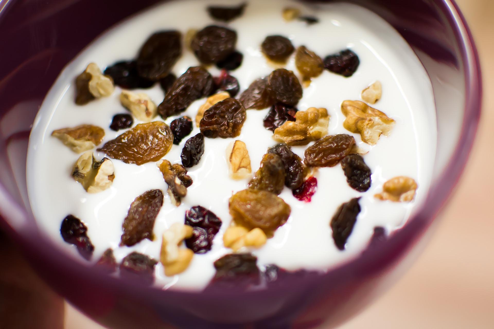 Jogurt grecki z bakaliami