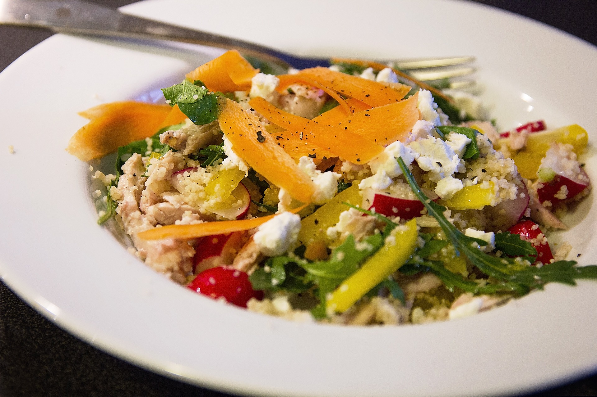 kuskus z grillowanymi warzywami i serem feta